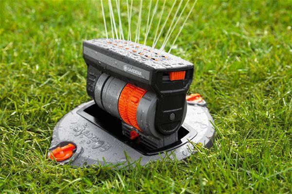 výkyvny automatický zavlažovač gardena
