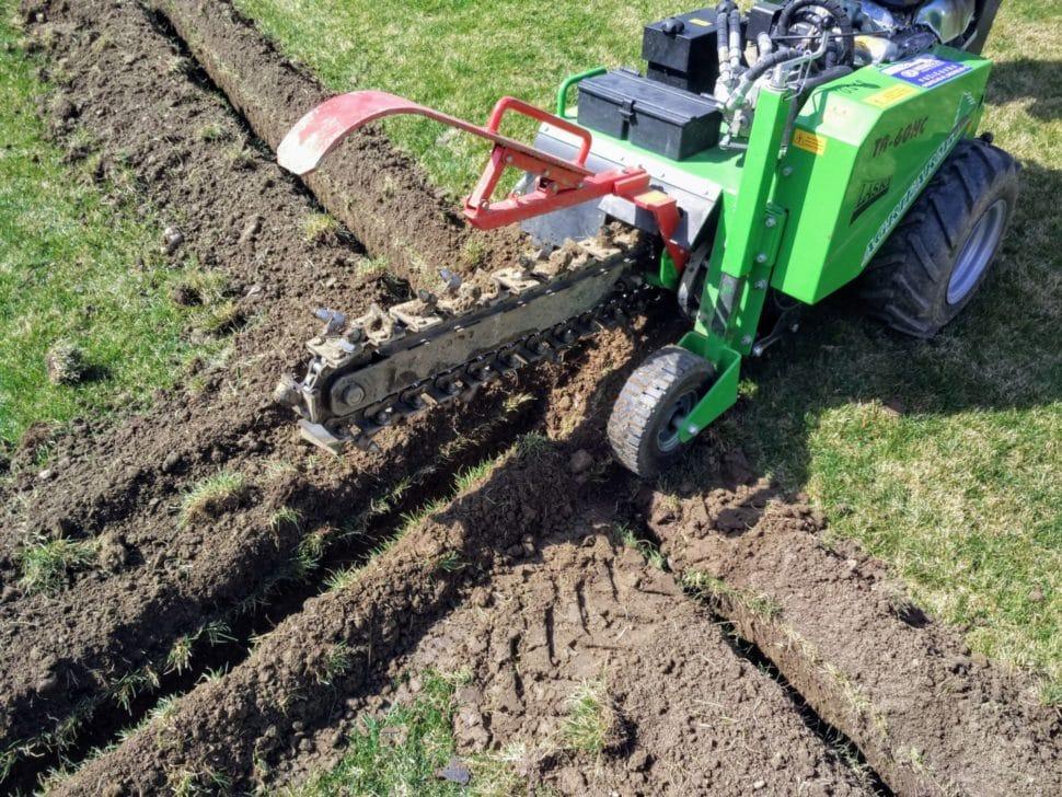 automatické zavlažovanie hĺbenie drážok na trávniku drážkovač gardena