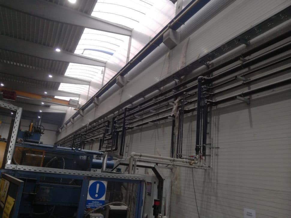 Rozvody médií pre výrobné stroje v novej výrobnej hale firmy DOR, s.r.o. v Považskej Bystrici – hlavné rozvody